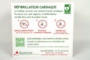 comment réagir face à une victime d'un arret cardiaque avec un défibrillateur