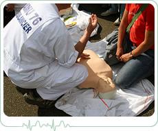 comment effectuer une réanimation cardiaque avec un défibrillateur