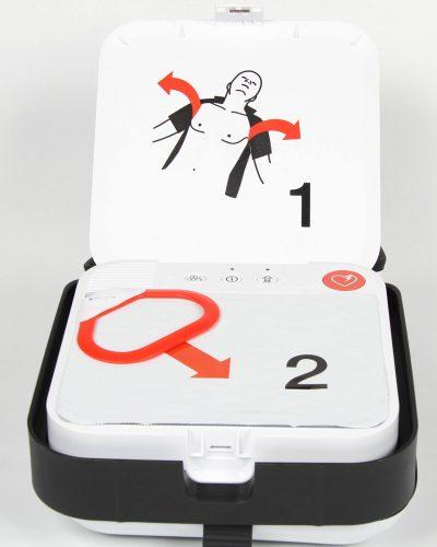 nouveau défibrillateur à la pointe de la technologie pour choquer une victime